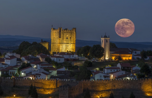 Замок Браганса, Португалия