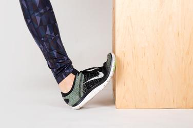 Упражнение на растяжку икроножных мышц стоя